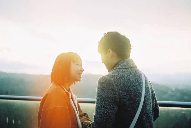 关于温暖的爱情说说 相遇不必太早,只要能在一起大全