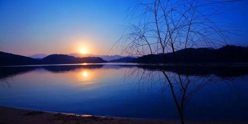 关于湖水荡漾的诗句大全